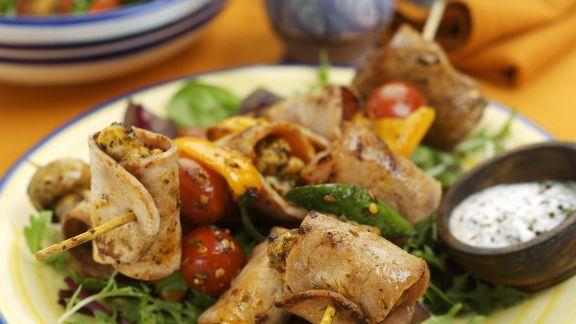 Rezept: Spießchen mit Truhthahn dazu Blattsalat