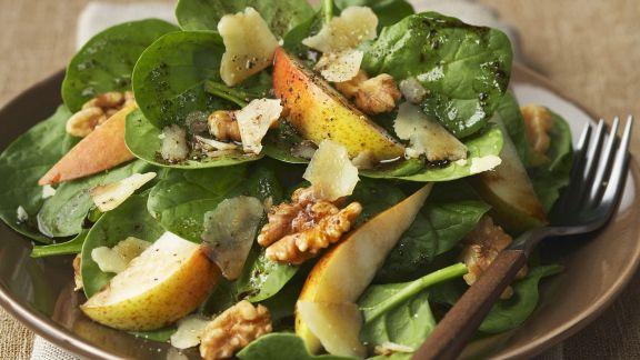 Rezept: Spinat-Birnen-Salat mit Walnüssen