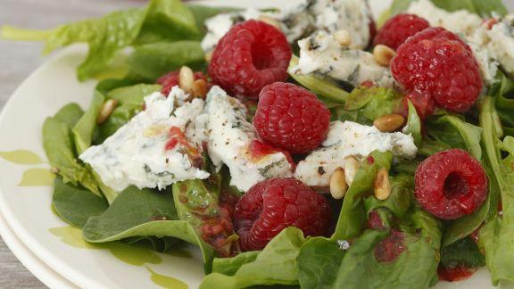 Rezept: Spinat-Himbeer-Salat mit Gorgonzola