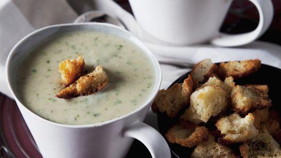 Rezept: Spinat-Kartoffelsuppe mit Brotcroutons