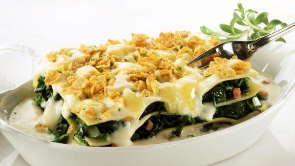Rezept: Spinat-Lasagne mit Schinken und Cornflakes-Käse-Kruste