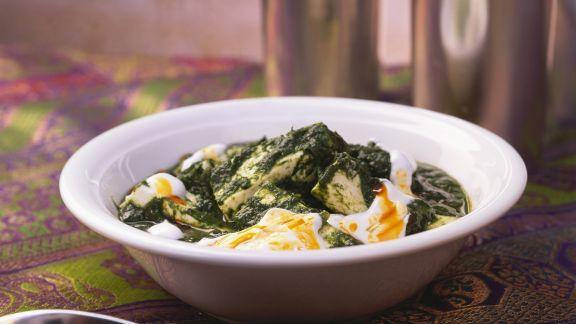 Rezept: Spinat mit Paneerkäse auf indische Art