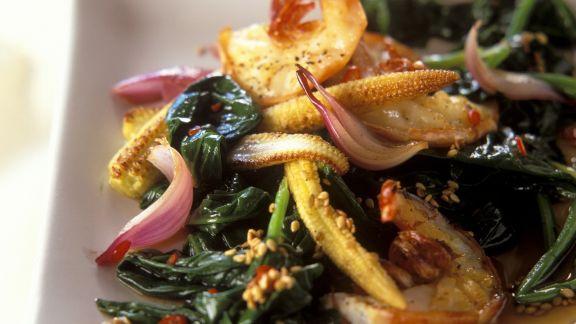 Rezept: Spinat-Shrimps-Pfanne mit Maiskölbchen auf asiatische Art