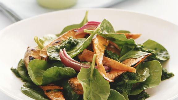 Rezept: Spinat-Süßkartoffelsalat mit Koriandervinaigrette