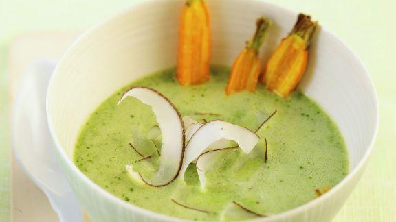 Rezept: Spinatcremesuppe mit Kokos und Karotten