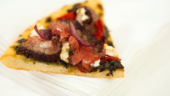 Rezept: Spinatpizza mit Roastbeef