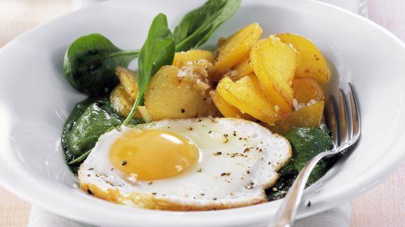 Rezept: Spinatpüree mit Spiegelei und Bratkartoffeln
