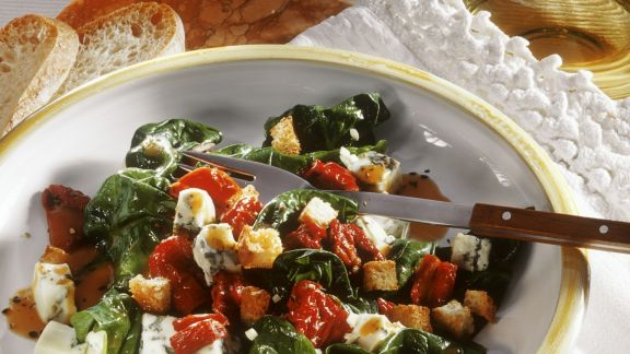 Rezept: Spinatsalat mit Tomaten und Gorgonzola