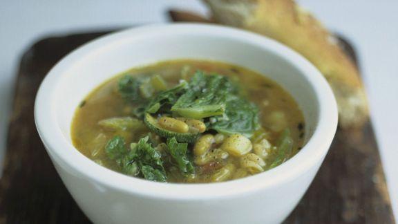 Rezept: Spinatsuppe mit Bohnen und Brot