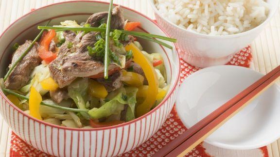 Rezept: Spitzkohl mit Ente aus dem Wok