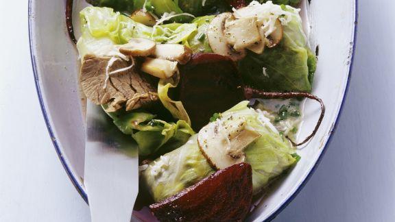 Rezept: Spitzkohlpäckchen mit Tafelspitz und roter Bete