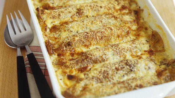 Rezept: Spnat-Pfannkuchen mit Käsesauce überbacken