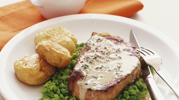 Rezept: Steak in Estragonsoße mit Erbsen und Kartoffeln