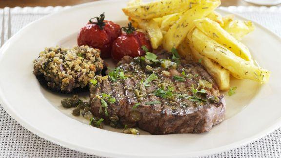 Rezept: Steak mit Kapern, Gewürzgurken und Pommes frites