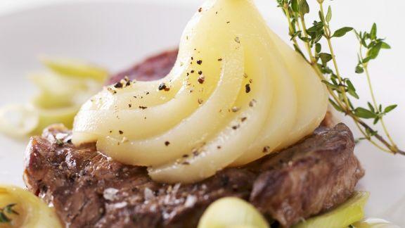 Rezept: Steak mit pfeffriger Birne