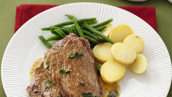 Rezept: Steak vom Kalb dazu Kartoffeln, Bohnen und Salbei-Zitronen-Soße