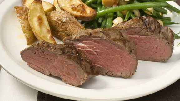 Rezept: Steaks mit Speckbohnen und Kartoffeln