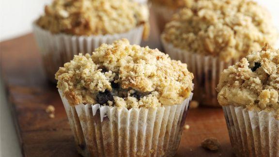 Rezept: Streuselmuffins mit Beeren und Apfel