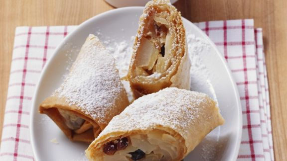 Rezept: Strudel mit Apfel, Birne, Rosinen und Mandeln