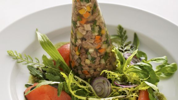 Rezept: Sülze mit Tafelspitz dazu Blattsalat mit Kernöldressing