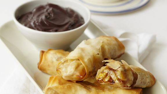Rezept: Süße Bananen-Frühlingsrollen mit Schokoladendip