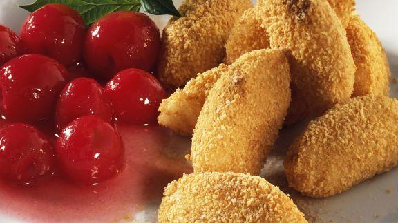 Rezept: Süße Grießnocken mit Kirschkompott
