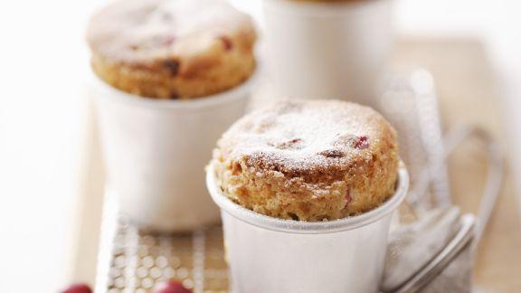 Rezept: Süße Soufflees mit Cranbeeries
