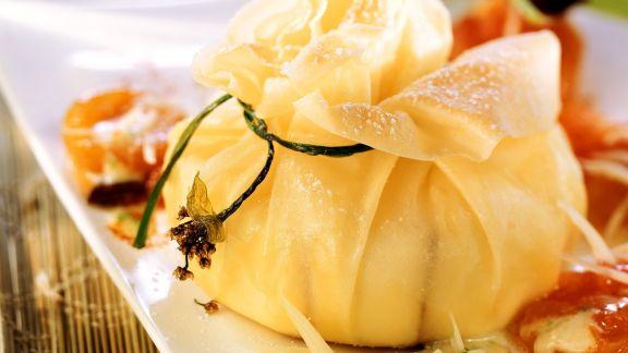 Rezept: Süßer Camembert mit Teighülle und Aprikosen-Chutney