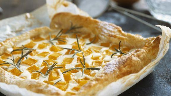 Rezept: Süßer Quarkkuchen mit Kürbis und Rosmarin