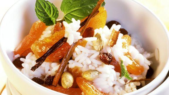 Rezept: Süßer Reis mit Kokos, Aprikosen und Rosinen