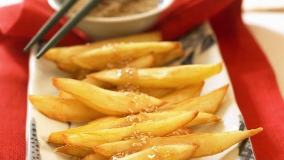 Rezept: Süßkartoffel-Pommes mit Sesamdip