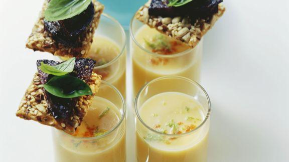 Rezept: Süßkartoffelsuppe mit Blutwurstchips