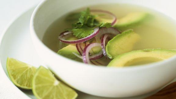 Rezept: Suppe mit Avocado, Limetten und Koriander