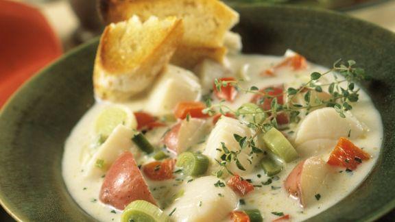 Rezept: Suppe mit Jakobsmuscheln und Gemüse