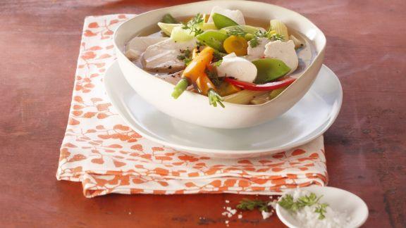 Rezept: Suppe mit Nudeln und Mozzarella