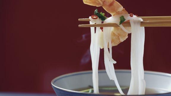 Rezept: Suppe mit Reisnudeln und Shrimps