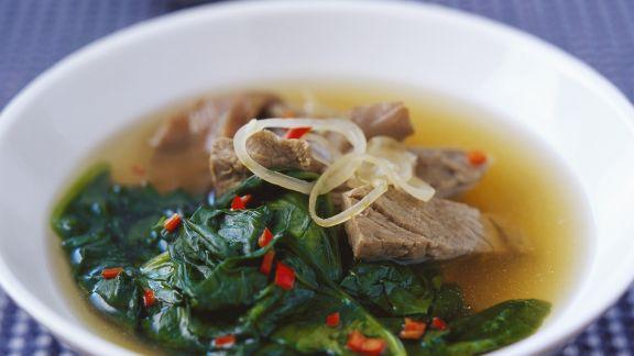 Rezept: Suppe mit Rindfleisch und Spinat auf vietnamesische Art
