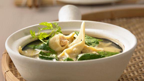 Rezept: Suppe mit Spinat und Wan-Tan