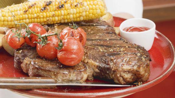 Rezept: T-Bone-Steak mit gegrilltem Mais und Cherrytomaten