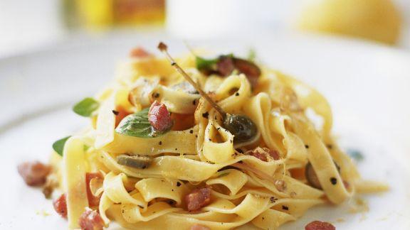 Rezept: Tagliatelle mit Pancetta und Kapern