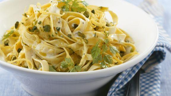 Rezept: Tagliatelle mit Pistazien und Zitronen-Sahne-Sauce