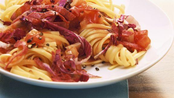 Rezept: Tagliatelle mit Radicchio und Salami