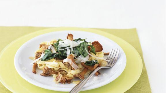 Rezept: Tagliatelle mit Spinat und Pfifferlingen