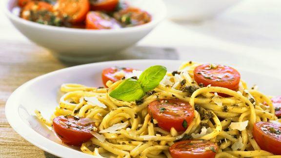 Rezept: Tagliolini mit Tomaten und Pesto