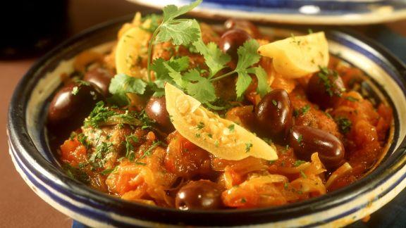 Rezept: Tajine mit Hähnchen, Zwiebeln und Zitronenconfit