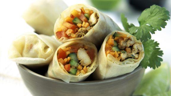 Rezept: Teigröllchen mit Fleisch und Gemüse gefüllt