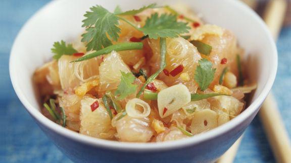 Rezept: Thailändischer Pomelosalat mit Knoblauch und Chili