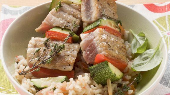 Rezept: Thunfisch-Gemüse-Spieße auf Reis