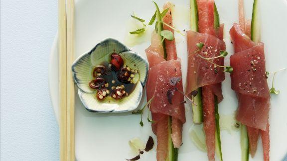 Rezept: Thunfischröllchen nach asiatischer Art mit Melone und Gemüse