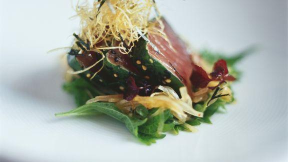 Rezept: Thunfischsteak mit Knuspernudeln